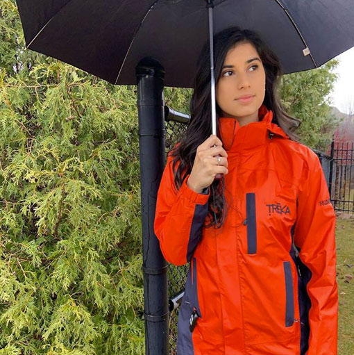 Women's Breathable Rain Jacket for Wet Weather in Canada